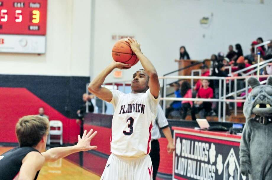 The Plainview Bulldogs' Jaylon Jackson shoots during a recent game. Jackson has averaged 16.5 points per game this season. Photo: Ryan Thurman/Plainview Herald