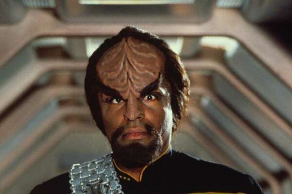 Actor Michael Dorn in his role as Lieutenant Worf in the the film  STAR TREK: GENERATIONS.  HOUCHRON CAPTION (05/27/2004):  Ahh, the language of war. It seems that's the only thing on the tips of Klingons' tongues.