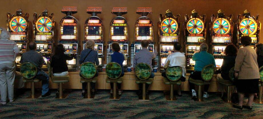 mohegan sun 5 treasures slot machine