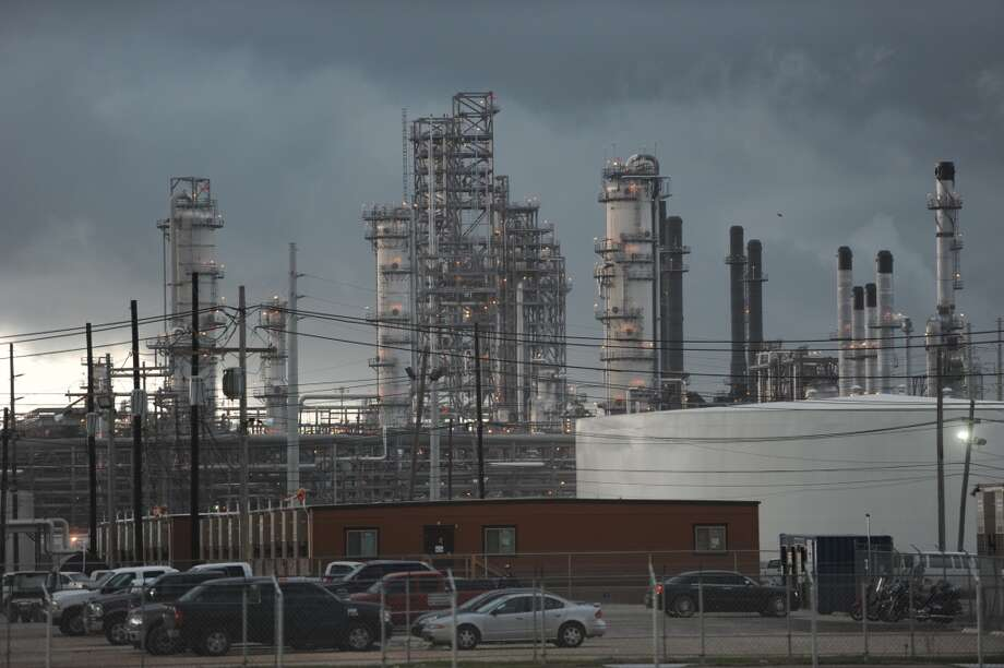 THE NATION'S LARGEST REFINERIESAmount 600,000 bbl/day