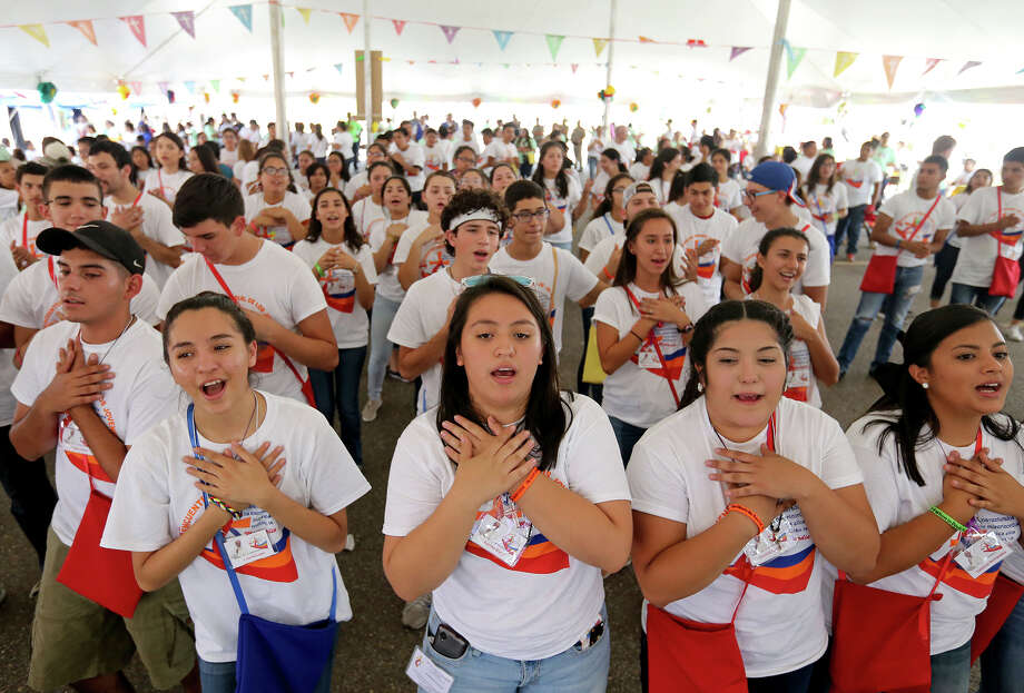 Youth sing during the World Youth Encounter Day part of the celebration of World Youth Day held at Saint Anne Catholic Church in the Pueblo de Palmas colonia in Penitas, Tx. Photo: Edward A. Ornelas, Staff / San Antonio Express-News / © 2016 San Antonio Express-News