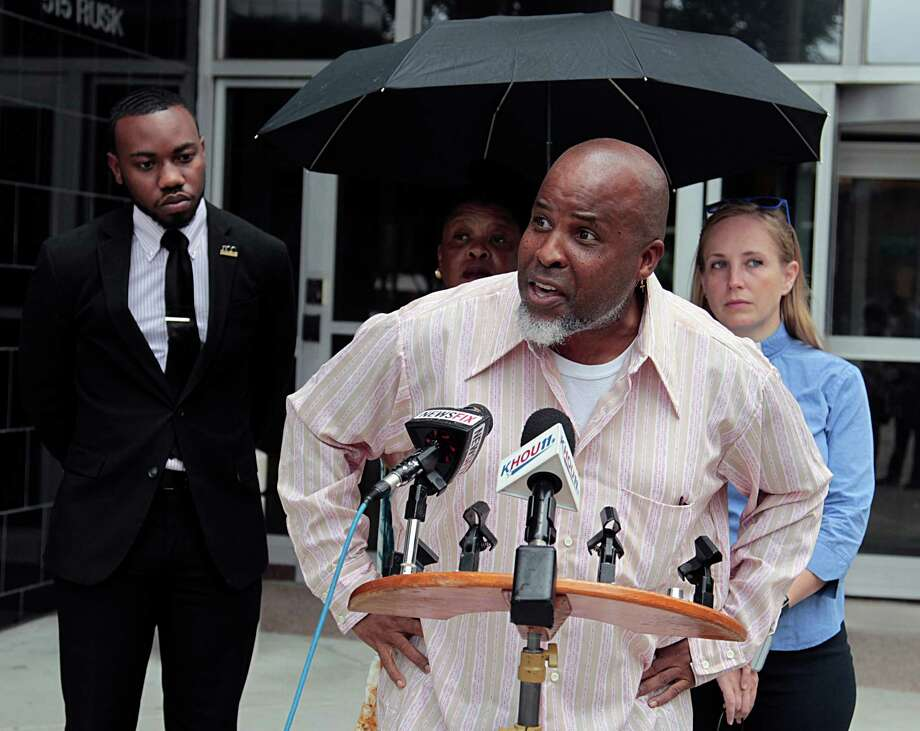 Waller County activist DeWayne Charleston, speaking at a news conference on Prairie View Officer Michael Kelly's description of Sandra Bland's arrest, is calling for a federal investigation. Photo: James Nielsen / Houston Chronicle / © 2016  Houston Chronicle