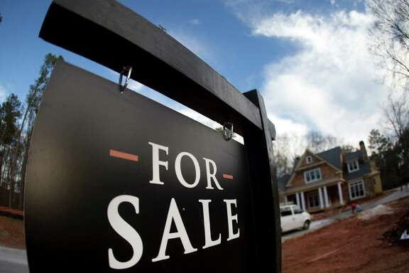 June's median U.S. home sale price rose 6.1 percent from a year ago to $306,700, the government said.