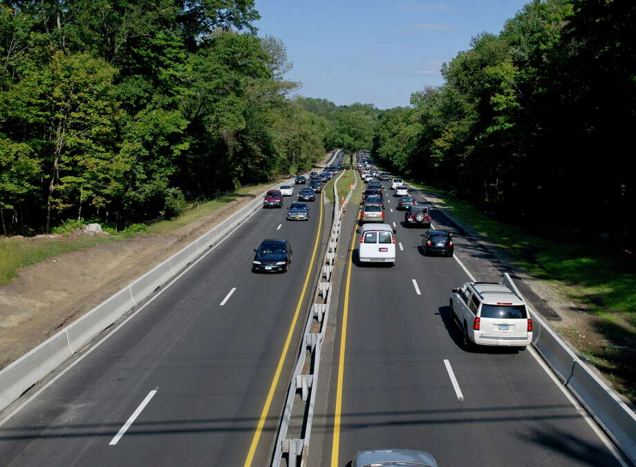 Traffic passes by a construction zone on the Merritt Parkway near the Newfield Avenue overpass in Stamford, Conn., on Friday, September 19, 2014. Photo: Lindsay Perry / Lindsay Perry / Stamford Advocate