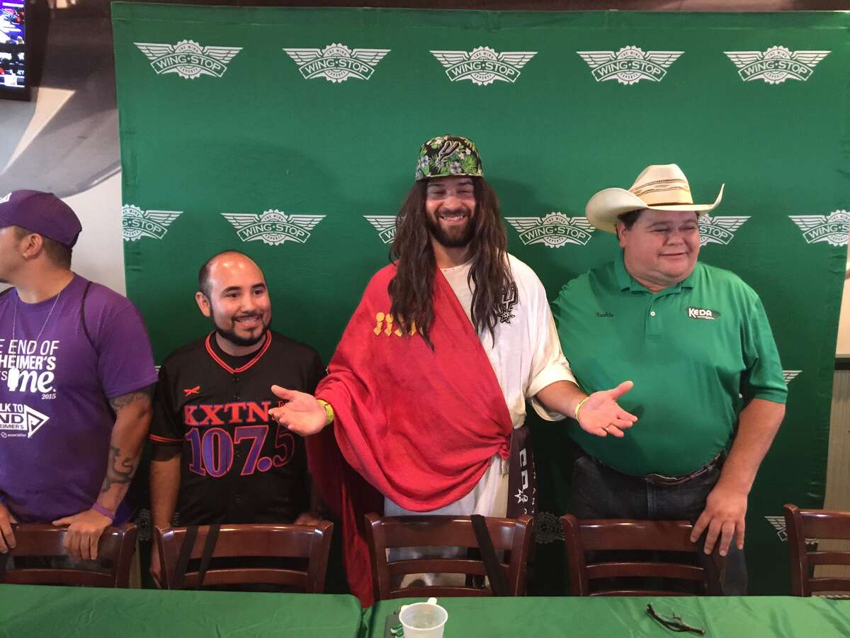 Spurs Jesus sat at the center of the table alongside Raulito Navaira and Baby J for a wing eating contest on July 26, 2016 at Wingstop.