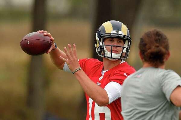 Los Angeles Rams quarterback Jared Goff passes during NFL football practice, Tuesday, June 14, 2016, in Oxnard, Calif. (AP Photo/Mark J. Terrill)