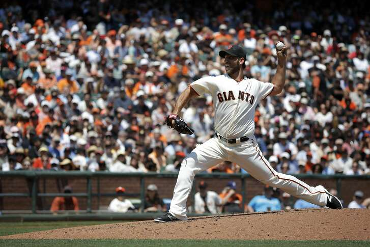 Madison Bumgarner pitches during a game between the Giants and the Cincinnati Reds at AT&T Park in San Francisco, California, on Wednesday, July 27, 2016.