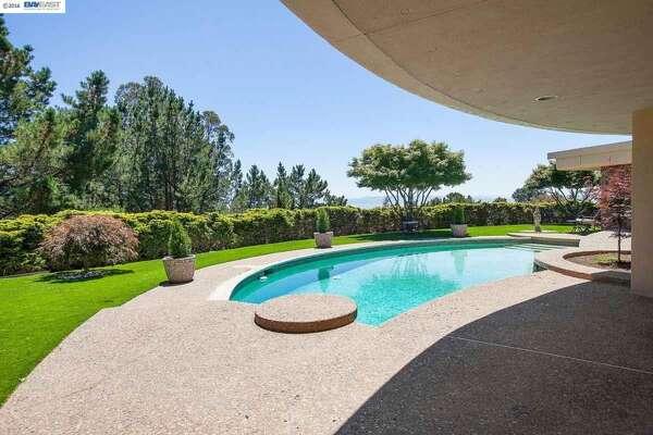 Super mid-century style pool and patio. Photos: MLS/Estately
