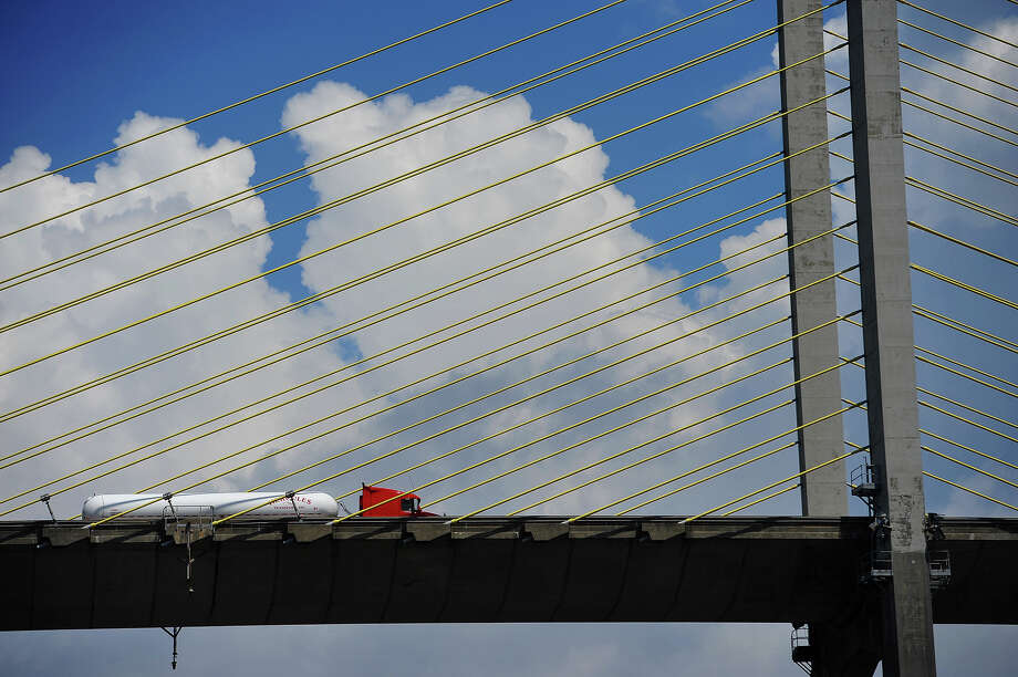 The right lane of the Veterans Memorial Bridge, which connects Port Arthur to Bridge City, is closed from 9 a.m.-3 p.m. Tuesday, TxDOT said. Photo: Ryan Pelham / ©2016 The Beaumont Enterprise/Ryan Pelham