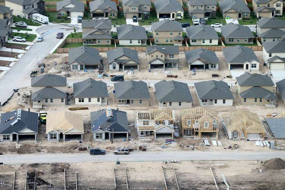 Last month, 2,848 homes were sold in the San Antonio-New Braunfels metro area, an increase of 16.6 percent over April 2017, according to data from the San Antonio Board of Realtors. Photo: Edward A. Ornelas /San Antonio Express-News / © 2016 San Antonio Express-News
