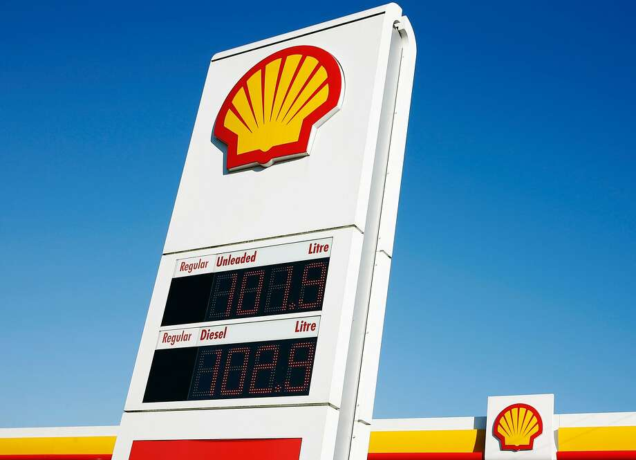 (FILES) This file photo taken on January 20, 2016 shows logos outside a Royal Dutch Shell petrol station in Hook, near Basingstoke, southern England.  Continue to see some of the world's largest oil refineries. Photo: ADRIAN DENNIS, AFP/Getty Images