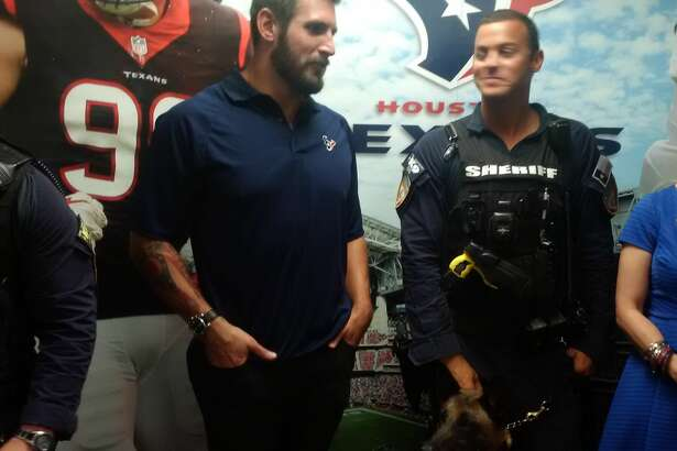 Texans linebacker John Simon spent time Thursday at am appreciation lunch at the Harris County Sheriff's Office.