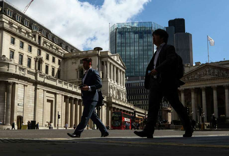 Pedestrians walk past the Bank of England (BOE) in the City of London, U.K., on Thursday, July 14, 2016. The Bank of England left its key interest rate at a record low and signaled it's readying stimulus for August as the economy reels from Britain's decision to quit the European Union. Photographer: Chris Ratcliffe/Bloomberg Photo: Chris Ratcliffe / Bloomberg / © 2016 Bloomberg Finance LP
