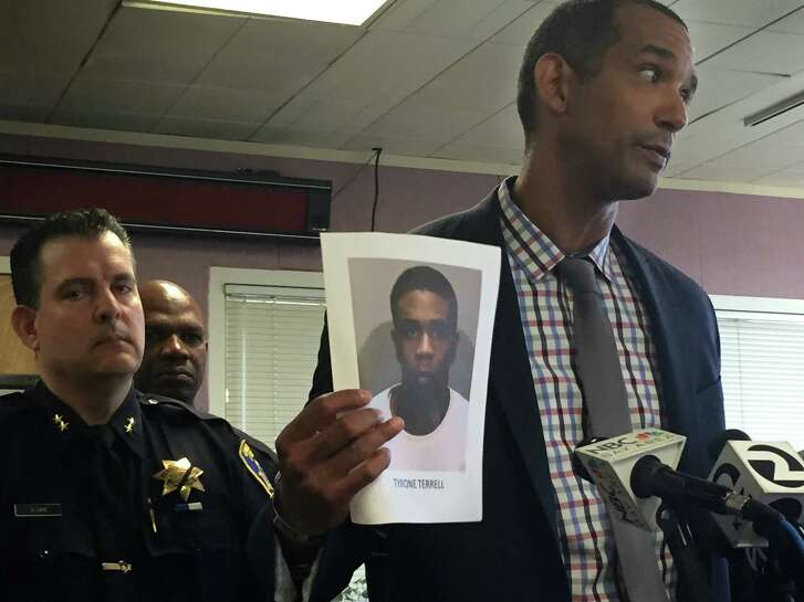 Oakland police Lt. Roland Holmgren holds up a picture of murder suspect Tyrone Terrell, who is wanted in the July 9 killing of Anthony Stevens. Four other suspects were arrested in the killing after police executed search warrants around the East Bay on July 21.