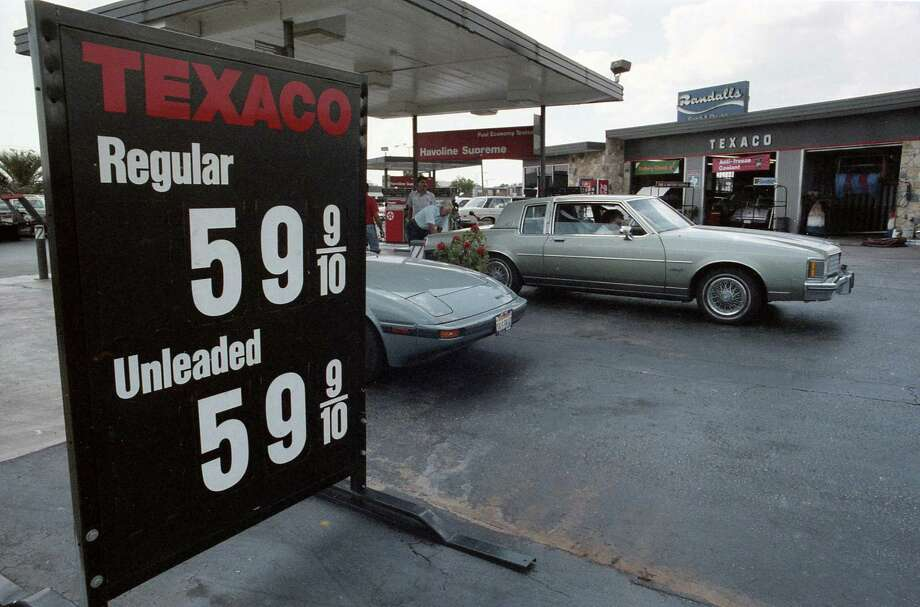 What did Houston look like in 1986 during the infamous oil bust?Texaco station at Fondren and Bissonnet, July 21, 1986. At the time, gasoline prices in Houston had declined 15 cents for unleaded and 12 to 13 cents for regular in the previous six weeks.Click through to see more images of Houston from 1986 at the height of the oil bust... Photo: Timothy Bullard, Houston Chronicle