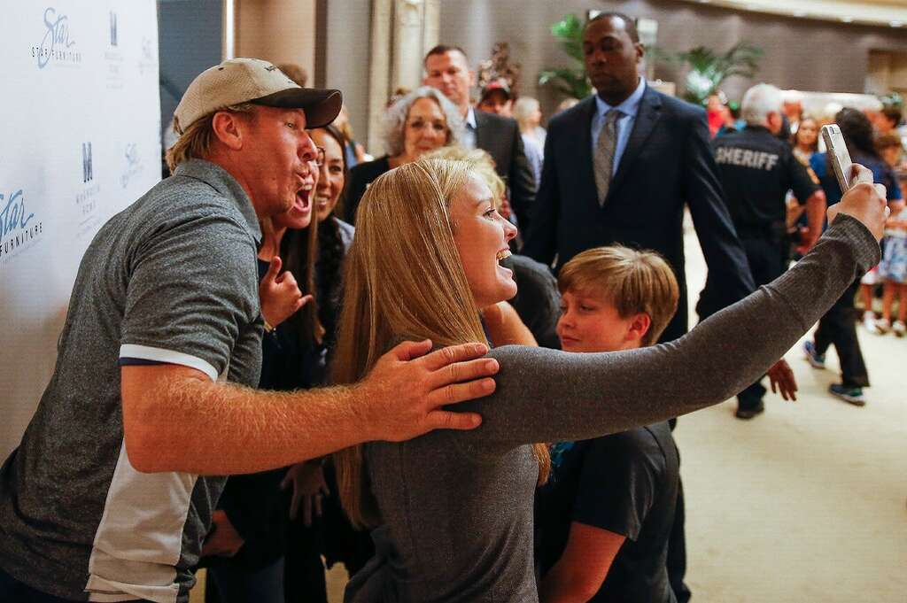 Chip And Joanna Gaines, From The HGTV Show Fixer Upper, Meet Fans At Star