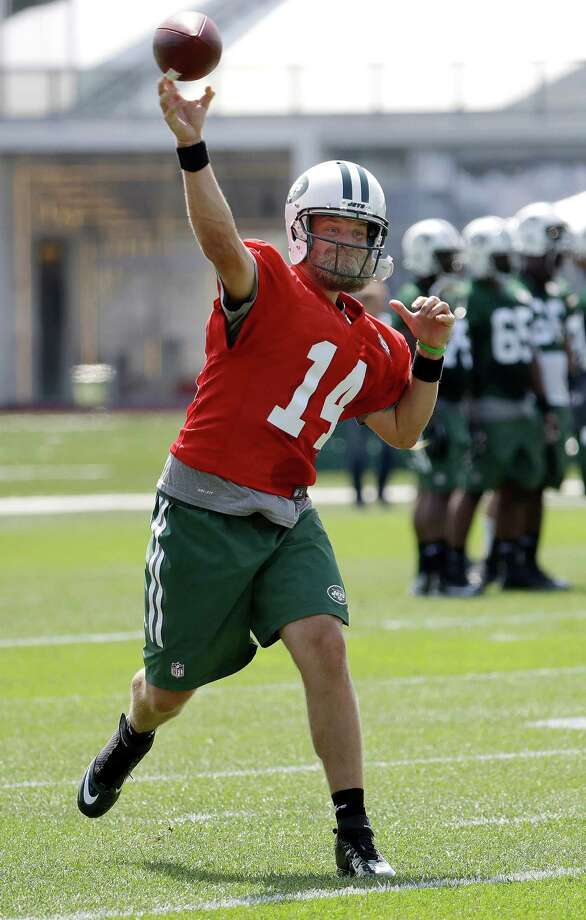 New York Jets quarterback Ryan Fitzpatrick throws a pass during NFL football training camp, Thursday, July 28, 2016, in Florham Park, N.J. (AP Photo/Julio Cortez) ORG XMIT: NJJC111 Photo: Julio Cortez / Copyright 2016 The Associated Press. All rights reserved. This m