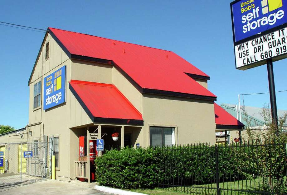 Uncle Bob's Self Storage will be rebranded as Life Storage. Photo: G. CHAMBERS WILLIAMS III, SAN ANTONIO EXPRESS-NEWS / SAN ANTONIO EXPRESS-NEWS