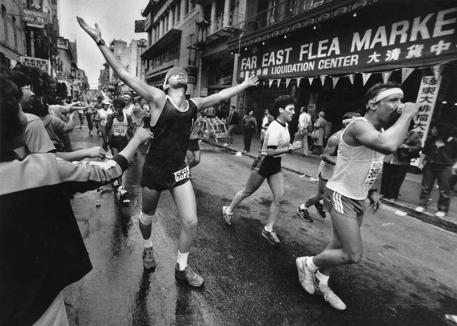 Grant Avenue halfway through the S.F. Marathon during the fast years when the course finished on Market Street. Photo: Steve Ringman, The Chronicle