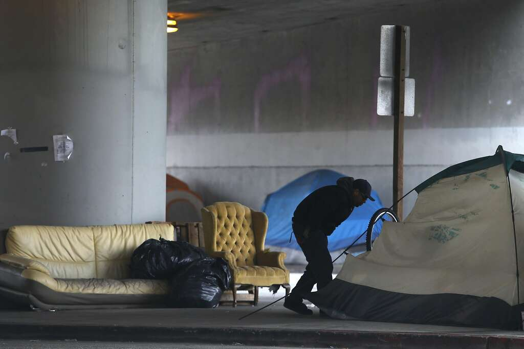 A homeless tent c& at 35th and Peralta streets in Oakland. Photo Paul Chinn & Homeless tent camps sprouting all over Oakland - San Francisco ...