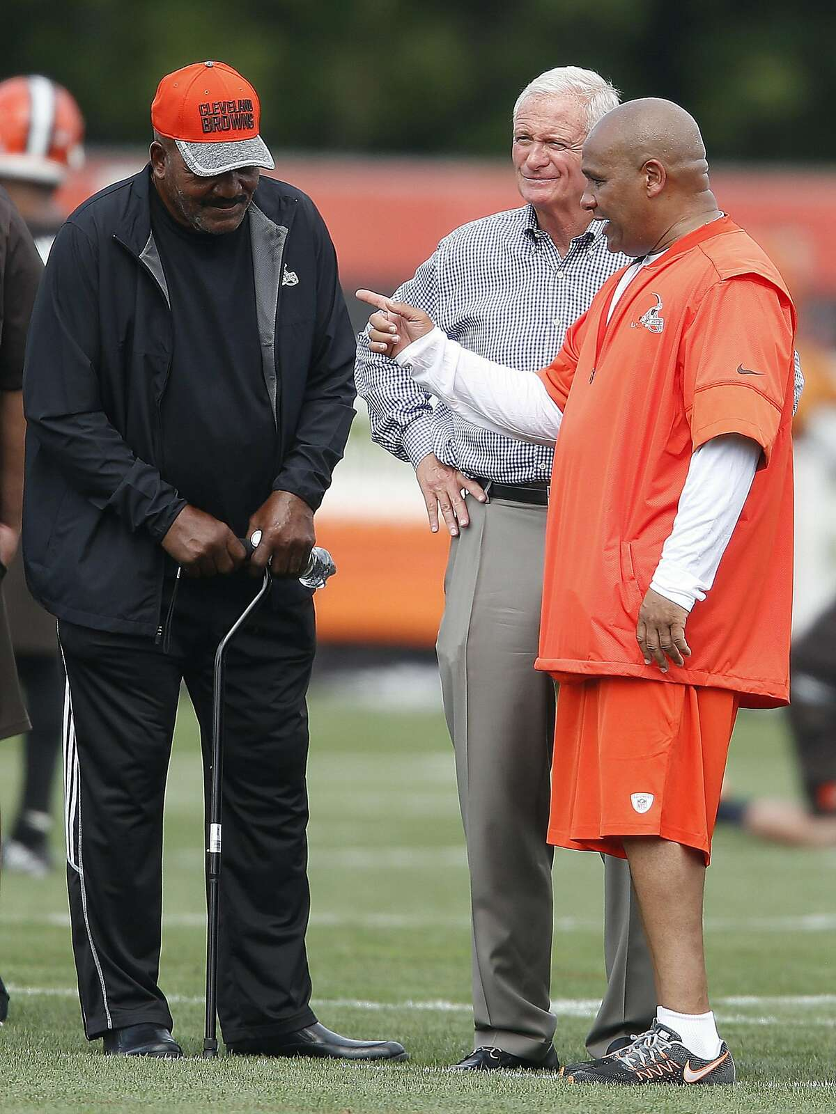 Cleveland Browns head coach Hue Jackson, right, talks with owner Jimmy Haslam and Jim Brown, left, during practice at the NFL football team's training camp Friday, July 29, 2016, in Berea, Ohio. (AP Photo/Ron Schwane)
