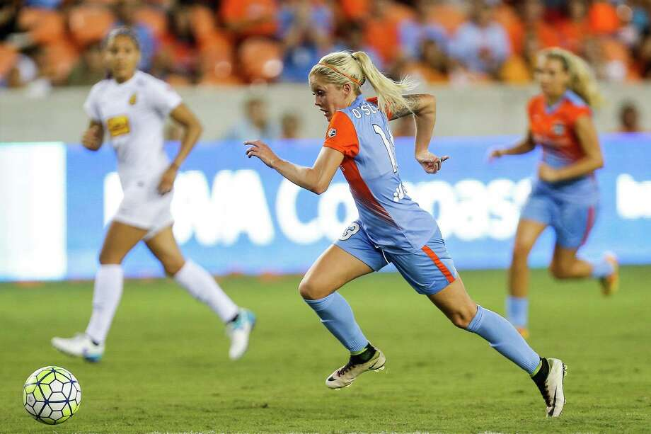 Dash midfielder Denise O'Sullivan played 90 minutes on Saturday despite short rest after national team duty and an international flight in the days leading up to the season opener. Photo: Michael Ciaglo, Houston Chronicle / © 2016  Houston Chronicle