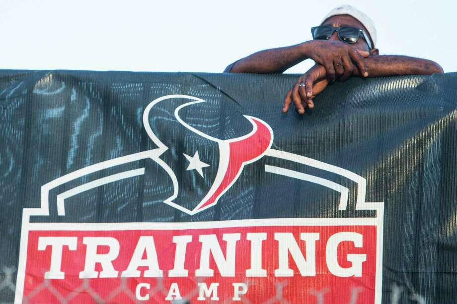 Houston Texans fans wait for players to make it to the field for the first day of Texans training camp at Houston Methodist Training Center on Sunday, July 31, 2016, in Houston. Photo: Brett Coomer, Houston Chronicle / © 2016 Houston Chronicle