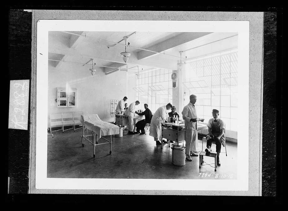 """Photo simply titled """"First aid."""" Dated Aug. 23, 1916. Detroit Publishing Company Collection, Library of Congress. Photo: Library Of Congress"""
