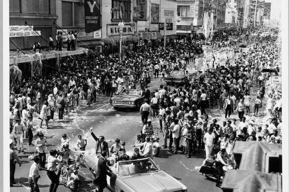 08/16/1969 - Main Street Houston - Astronaut Neil Armstrong, first man on the moon, waves to Houstonians who came by the thousands August  16, 1969 to cheer the Apollo 11 astronauts, Armstrong, Aldrin and Collins after their historic moon landing in July.  Jim Coker / Houston Chronicle