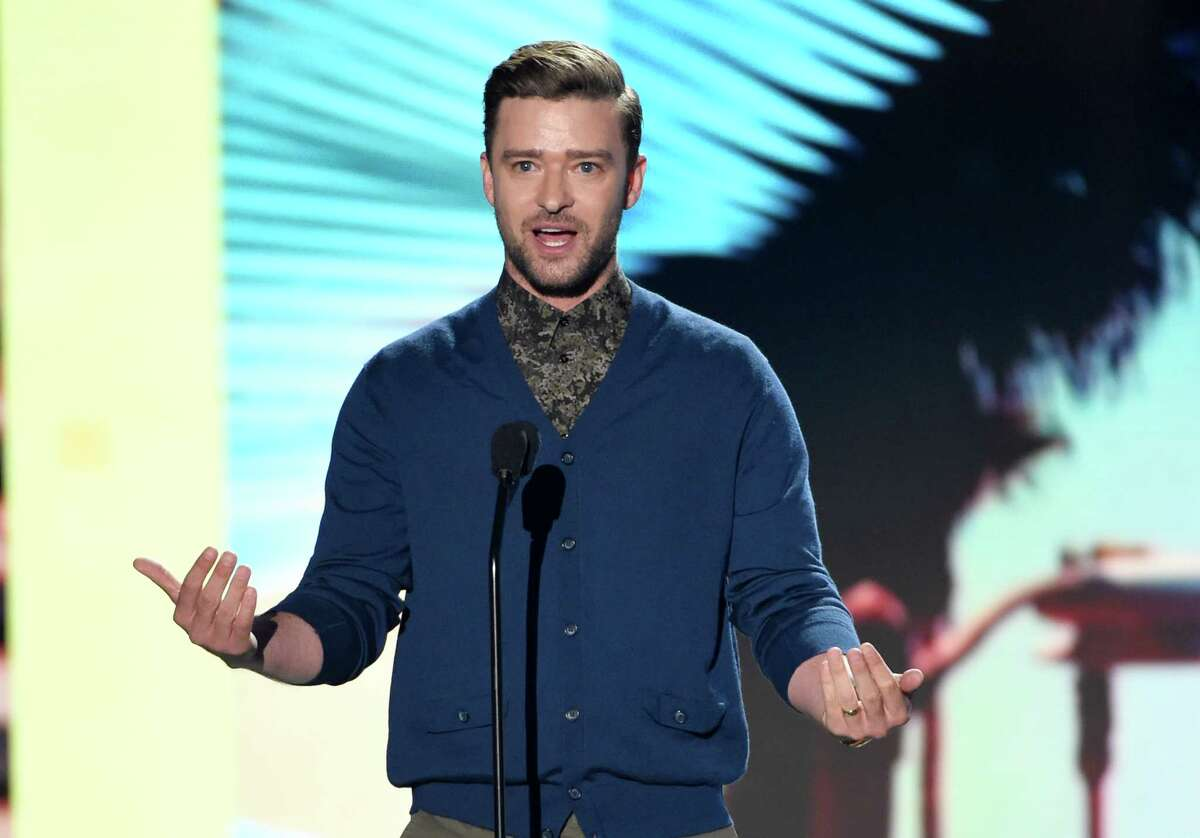 Justin Timberlake accepts the decade award at the Teen Choice Awards at the Forum on Sunday, July 31, 2016, in Inglewood, Calif. (Photo by Chris Pizzello/Invision/AP)