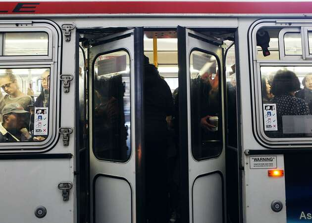 Muni resumes service after small fire in downtown SF
