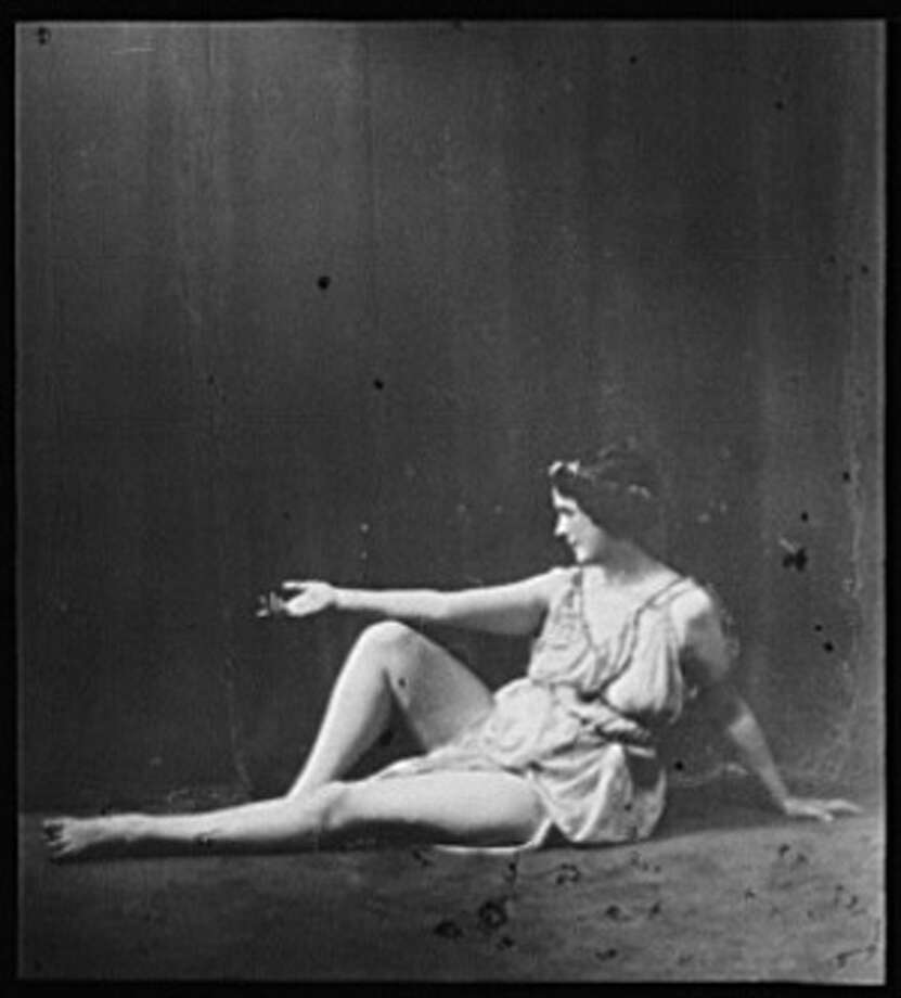 Isadora Duncan dancing, circa 1916. Genthe Collection, Library of Congress. Photo: Library Of Congress