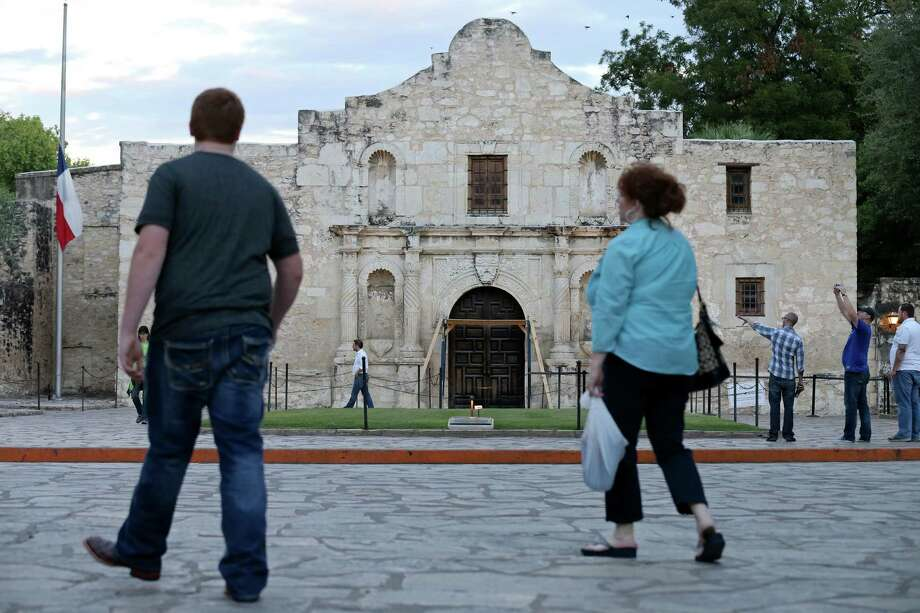 Pedestrians walk through Alamo Plaza, which the General Land Office oversees. Photo: Edward A. Ornelas, San Antonio Express-News / © 2015 San Antonio Express-News
