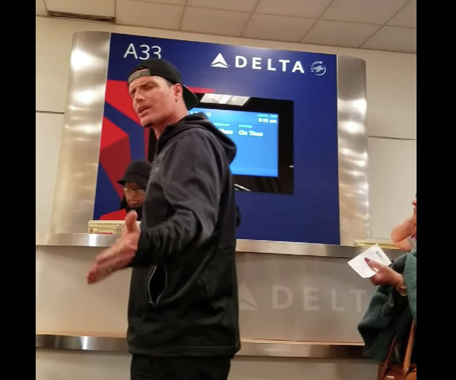 Published Aug. 1, 2016: This probably isn't news, but I thought I'd share anyways. I didn't even catch most of his temper tantrum. My husband and I were at the Atlanta airport this afternoon when we saw Vanilla Ice. He walked up to board 10 minutes after the cutoff time for boarding while talking on his phone, so of course the male employee wouldn't allow him on the plane. Photo: Youtube/China K