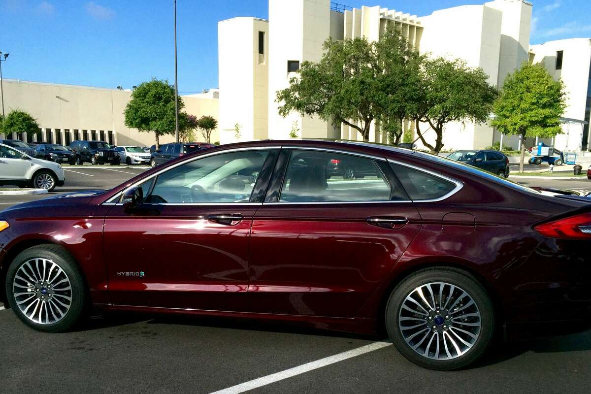 Review 2017 Ford Fusion Hybrid Anium