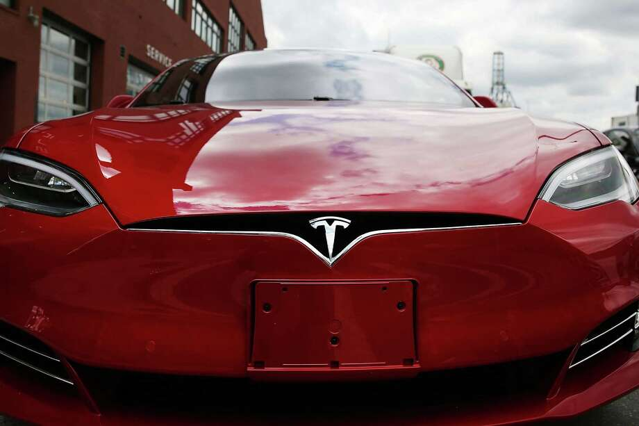 Tesla's second-quarter loss of $293 million was larger than analysts expected, but revenue rose to $1.27 billion. Photo: Spencer Platt /Getty Images / 2016 Getty Images