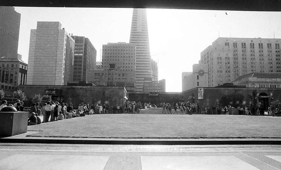 People wait in line, sometimes for hours, to get into Paul Prudhomme's K-Paul Louisiana Kitchen restaurant at the Old Waldorf in San Francisco on Aug. 12, 1983. Photo: Susan Gilbert, The Chronicle