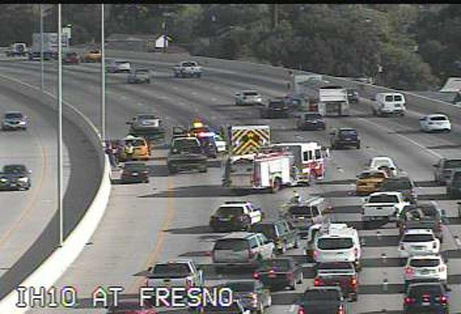 2-car crash involving taxi on I-10 causes morning rush hour