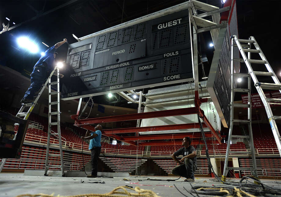 Workers removed the Montagne Center scoreboard, which was installed in 1985 when the Lamar University athletic facility opened, to make room for an updated version on Aug. 3, 2016. Photo: Guiseppe Barranco, Photo Editor
