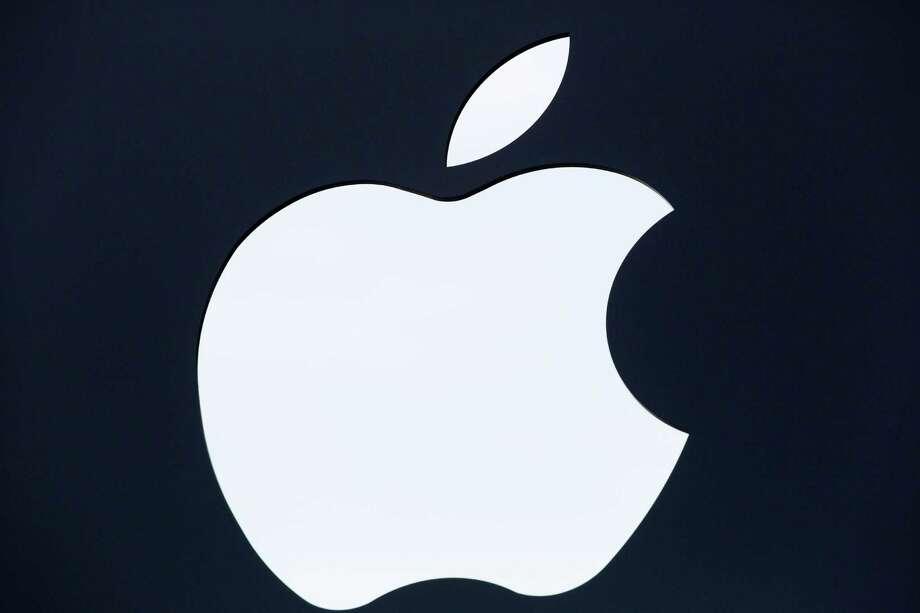 Apple may begin wholesale power sales Saturday. Photo: Mark Lennihan /Associated Press / AP
