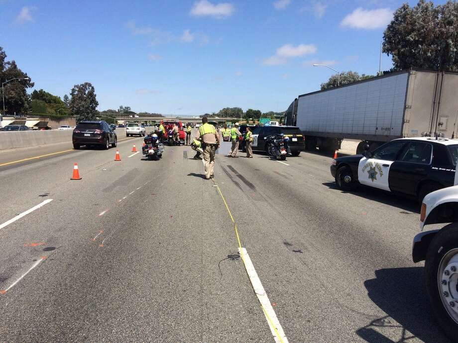Heavy traffic passes the scene of a fatal accident on northbound highway 101 near Oregon Expressway in Palo Alto on Thursday, Aug. 4, 2016. Photo: KTVU / Brian Flores