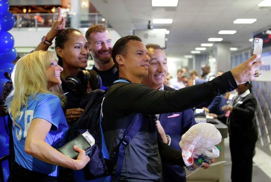 Munoz, CEO of United Airlines, poses for a photo with members of Team USA this week before they board their flight to Rio de Janeiro at Bush Intercontinental Airport.  Photo: Mark Mulligan, Staff / © 2016 Houston Chronicle