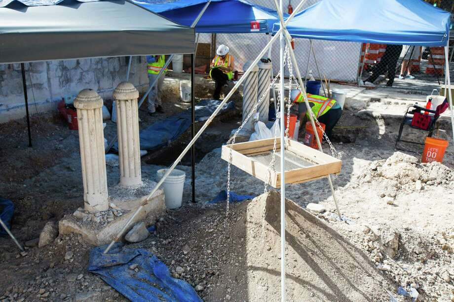 Archeologist work on one of two sites following a briefing on the current status of a new archeological dig at The Alamo in San Antonio, on Thursday, August 4, 2016. The project seeks to discover additional boundary lines and walls that will contribute to The Alamo's overall historical narrative. Photo: BRITTANY GREESON, Staff / San Antonio Express-News / © 2016 San Antonio Express-News