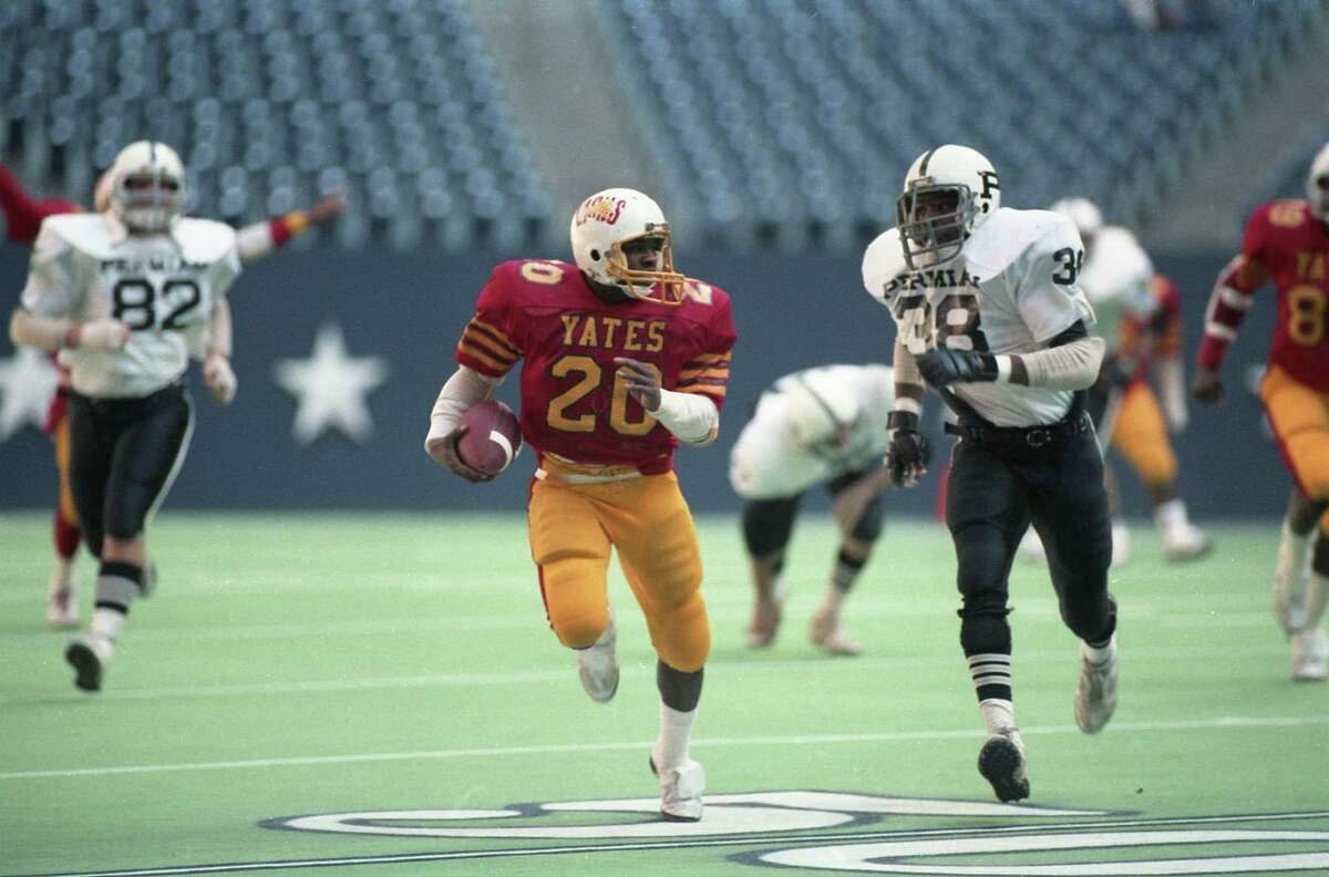 12/21/1985 - Permian Danny Servance (38) tries to catch up to Yates running back Johnny Bailey (20) in the Class 5A state high school football championship between Yates and Odessa Permian at Texas Stadium.