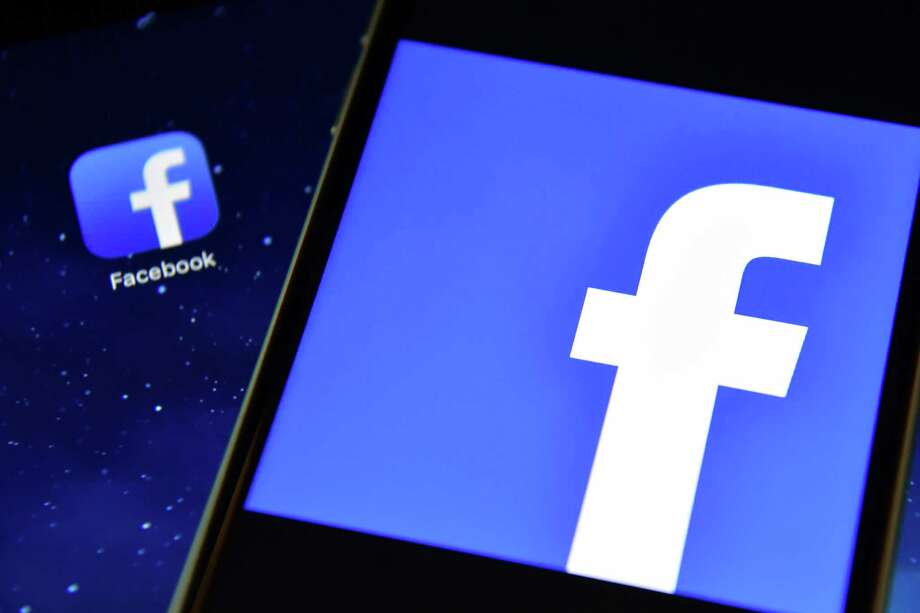 """In a change to its news feed algorithm, Facebook said certain types of headlines would be classified as clickbait, those that """"withhold or distort information."""" Those stories will then appear less frequently in users' feeds, the company said. Photo: Carl Court /Getty Images / 2016 Getty Images"""