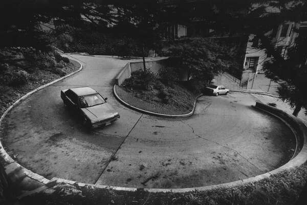 A section of Vermont Street, in San Francisco. Said to be even more crooked than Lombard Street. Photo taken January 6, 1987.