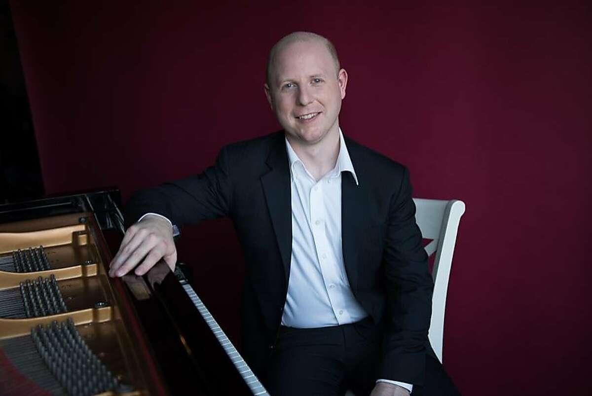 Pianist Jeffrey LaDeur