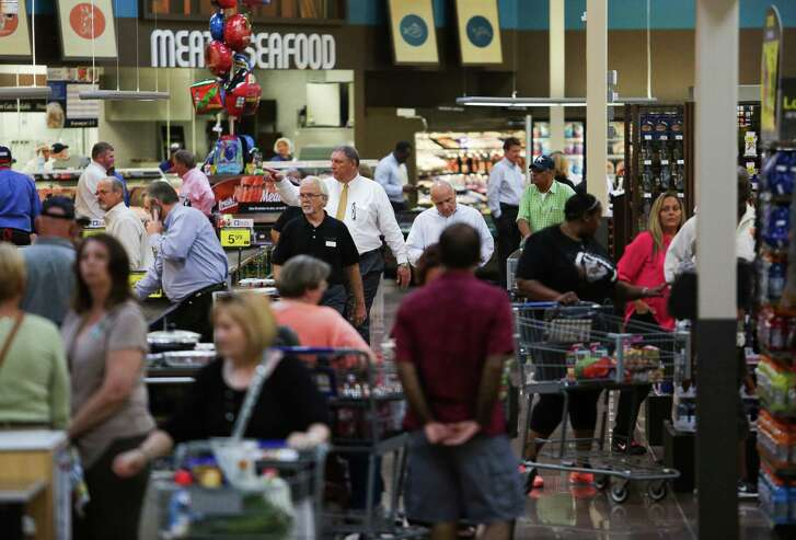 Kroger Summerwood Marketplace at 14221 East Sam Houston Parkway North opens to customers Friday, August 5, 2016 in Houston. ( Michael Ciaglo / Houston Chronicle )