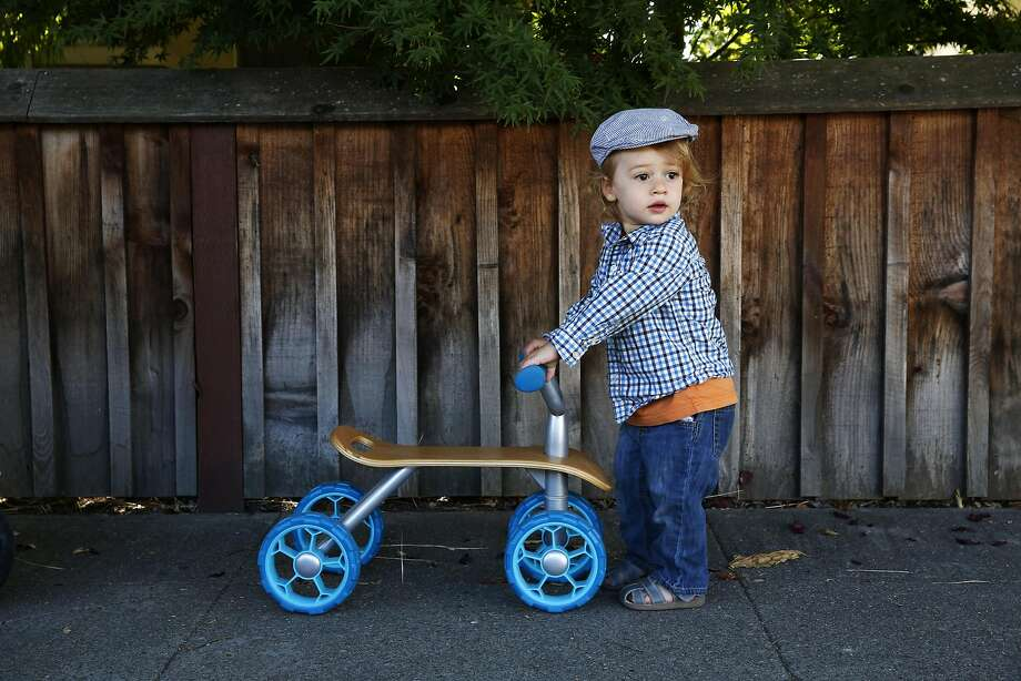 Julian Black rolls his scooter while walking to a nearby playground in Emeryville, California, on Monday, August 1, 2016. Photo: Connor Radnovich, The Chronicle