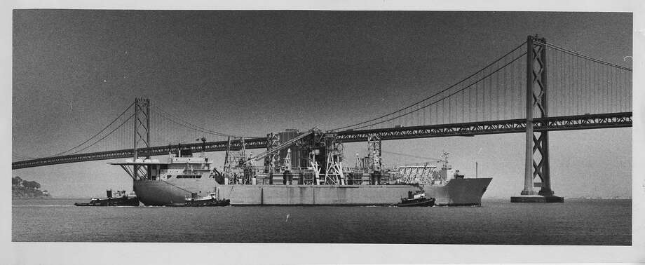Glomar Explorer passing near the Bay Bridge on June 1, 1978. Photo: John O'Hara, The Chronicle